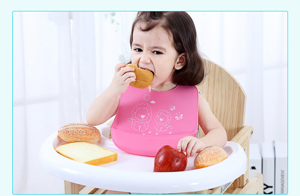 Three-dimensional Pocket Groove Baby's Bib, Waterproof Disposable Rice Bib with 6-button Design 1