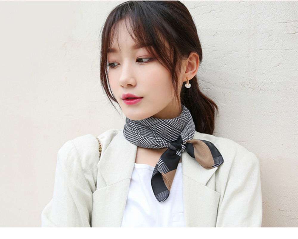 Autumn and Winter Style Fashionable Small Square Scarf Versatile Scarf Neck Protection Korean Small Scarf 4