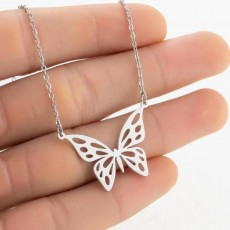 Spring cross-border new stainless steel hollow simple butterfly pendant necklace small animal girl clavicle chain