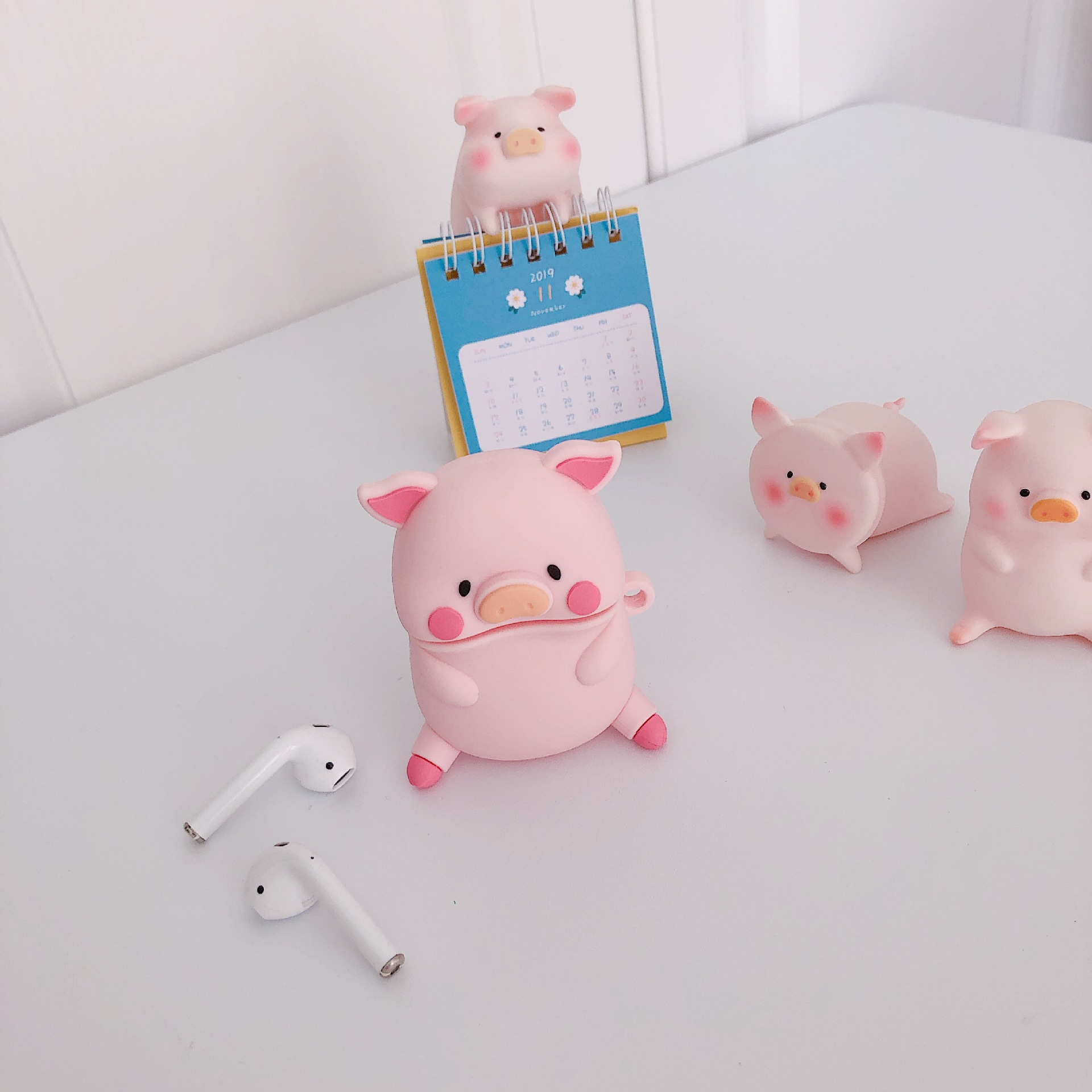Cute Three-dimensional Expression Pig AirPods Pro Protective Case For Apple 1/2 Generation Bluetooth Headset Case Silicone Soft 4