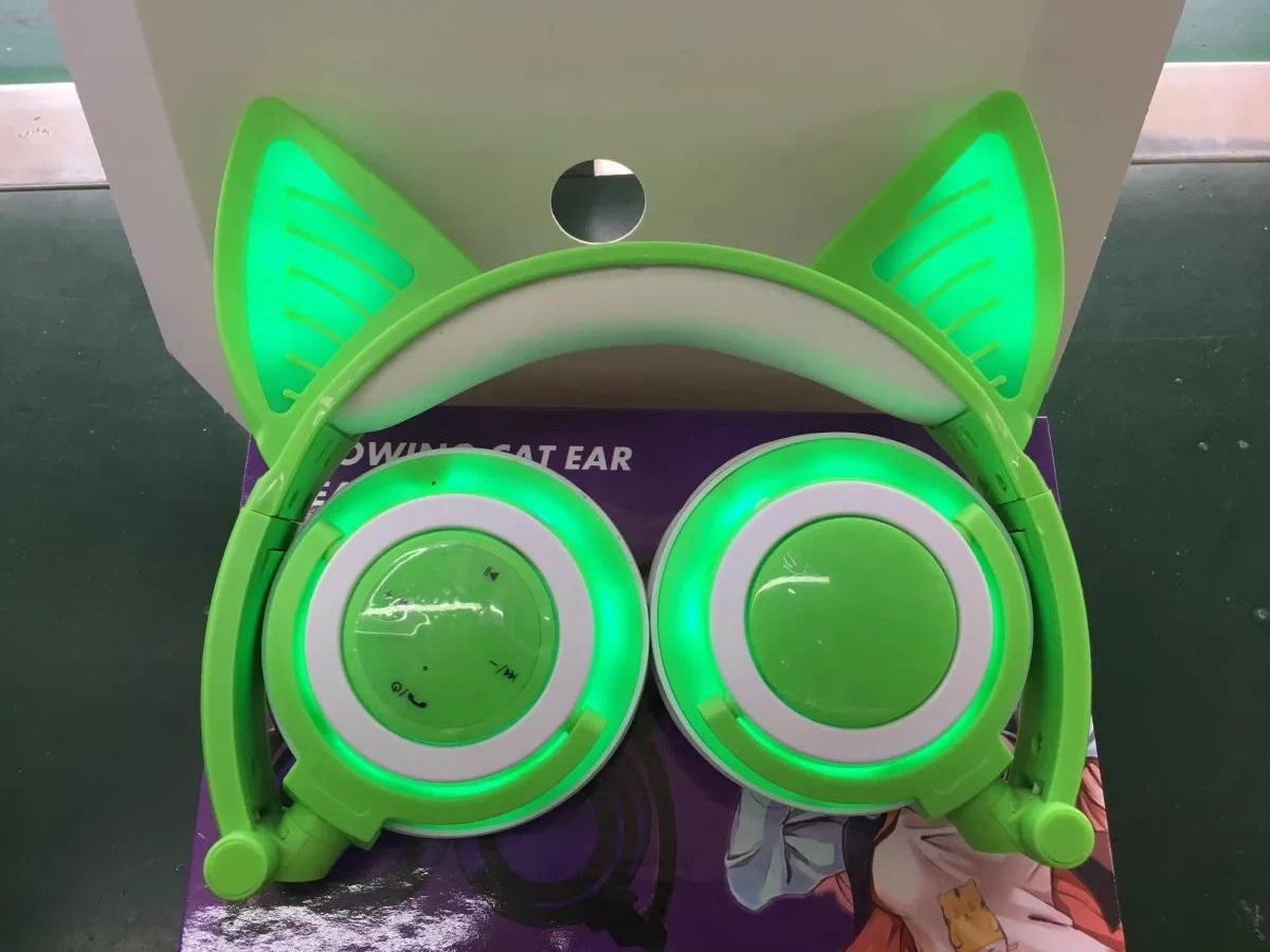 Overall Light-emitting Rechargeable Wireless Bluetooth Mobile Phone Computer Headset Folding Headset With Cat Ears Design 4