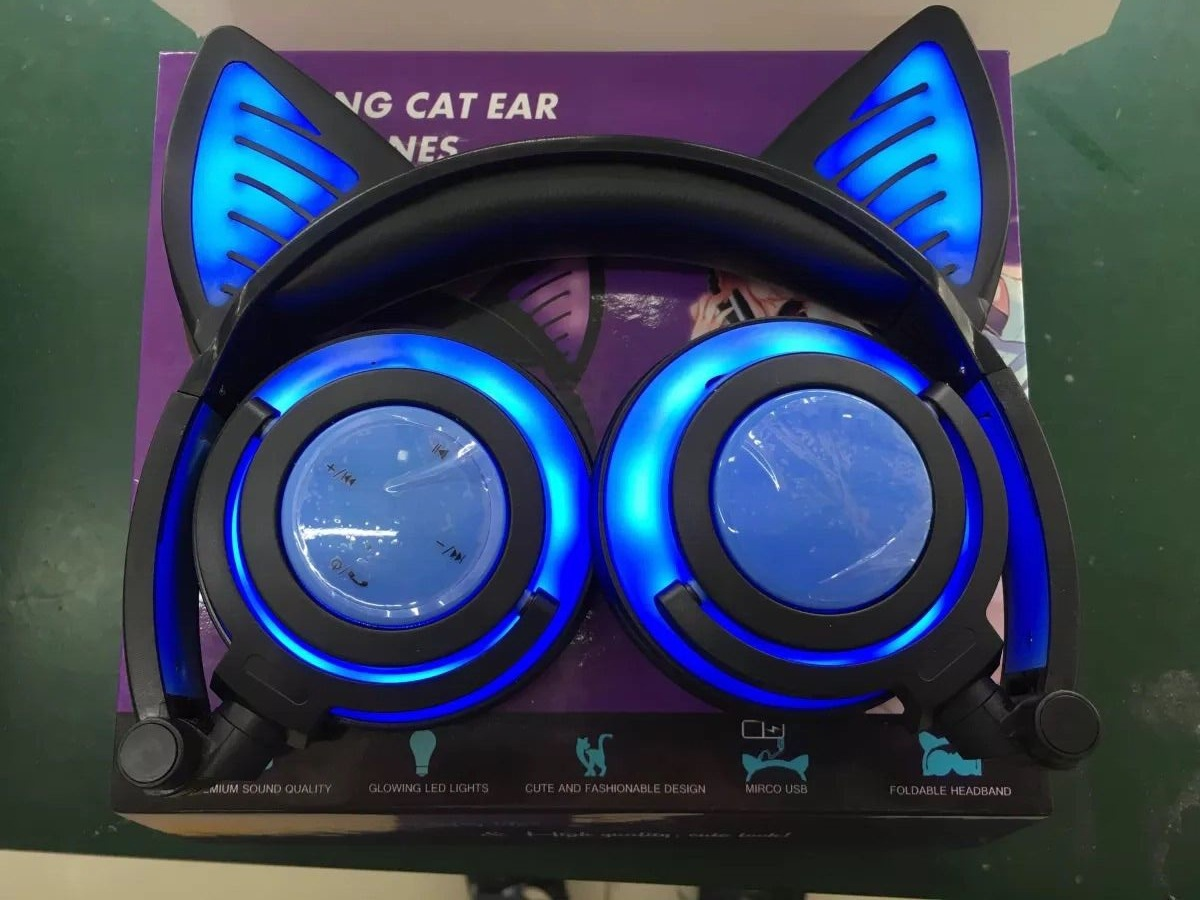 Overall Light-emitting Rechargeable Wireless Bluetooth Mobile Phone Computer Headset Folding Headset With Cat Ears Design 3