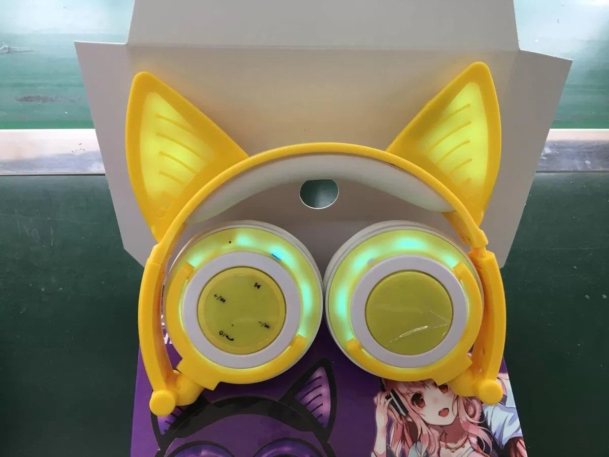 Overall Light-emitting Rechargeable Wireless Bluetooth Mobile Phone Computer Headset Folding Headset With Cat Ears Design 5