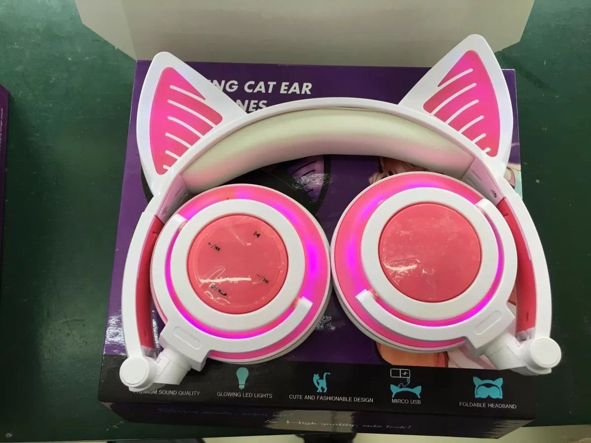 Overall Light-emitting Rechargeable Wireless Bluetooth Mobile Phone Computer Headset Folding Headset With Cat Ears Design 6