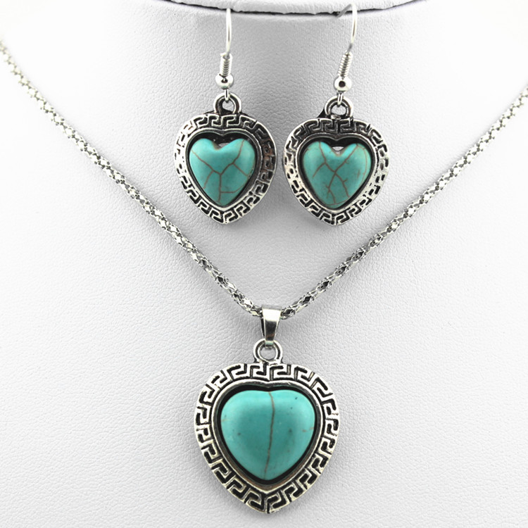 European Style Necklace And Earrings Set Retro Turquoise Alloy Heart-shaped Necklace Love Necklace Jewelry 3