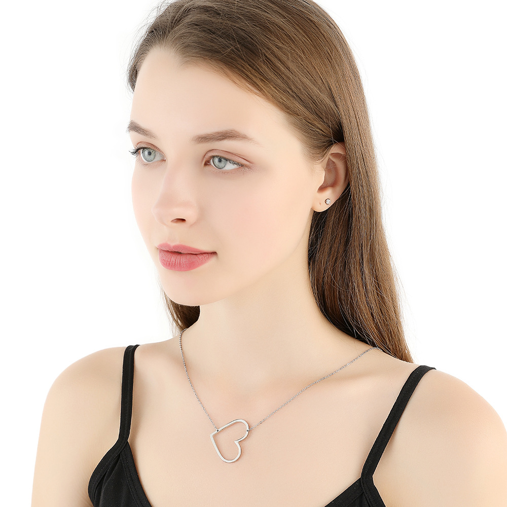 Romantic Stainless Steel Chain Steel Unfade Color , Simple Temperament Love Heart Necklace For Female 0