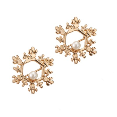 2021 Alloy Texture Women's Brooch with A Christmas Spin Snowflake Design Vintage Pearl Brooch for Ladies