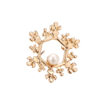 Vintage Pearl Brooch, Alloy Texture Women's Brooch with A Christmas Spin Snowflake Design
