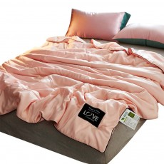 Quilt Ice Silk Material Washable Bedspreads, Fill with Polyester Fiber Smooth Comforter in Summer, Skin-friendly Blanket Summer Quilt