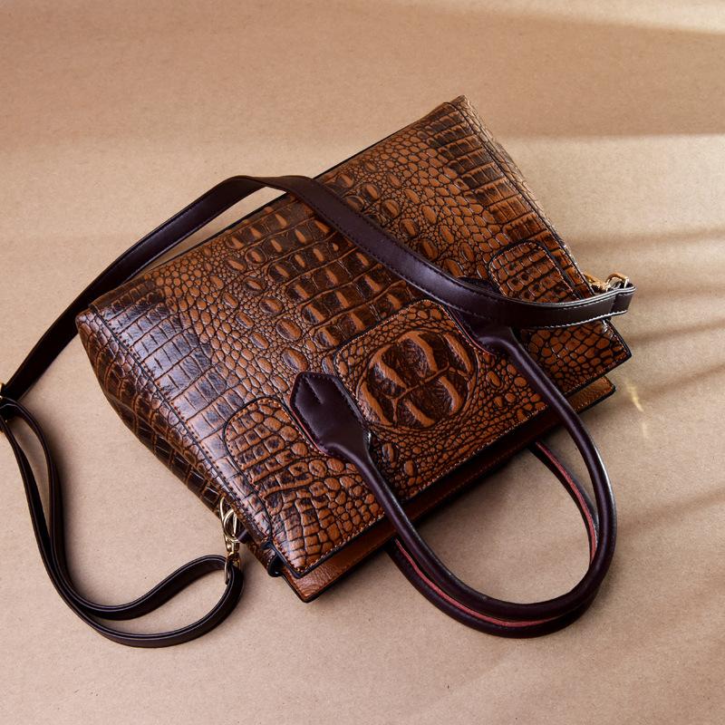 Female bag 2020 new European and American fashion ladies bag crocodile pattern shoulder messenger handbag female big bag 0