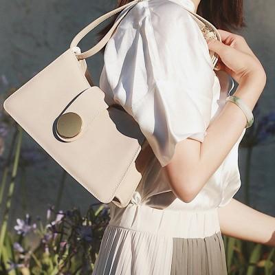 Crocodile pattern bag niche design retro metal round buckle small square bag 2020 shoulder bag armpit bag diagonal cross bag