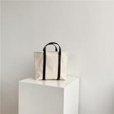 One shoulder diagonal handbag
